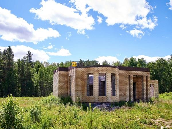 Земельный участок 21,78 сот. с кирпичным домом.